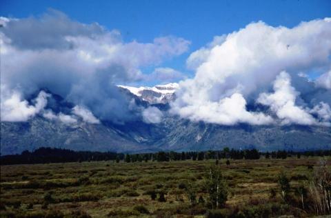 7 toppen in de wolken